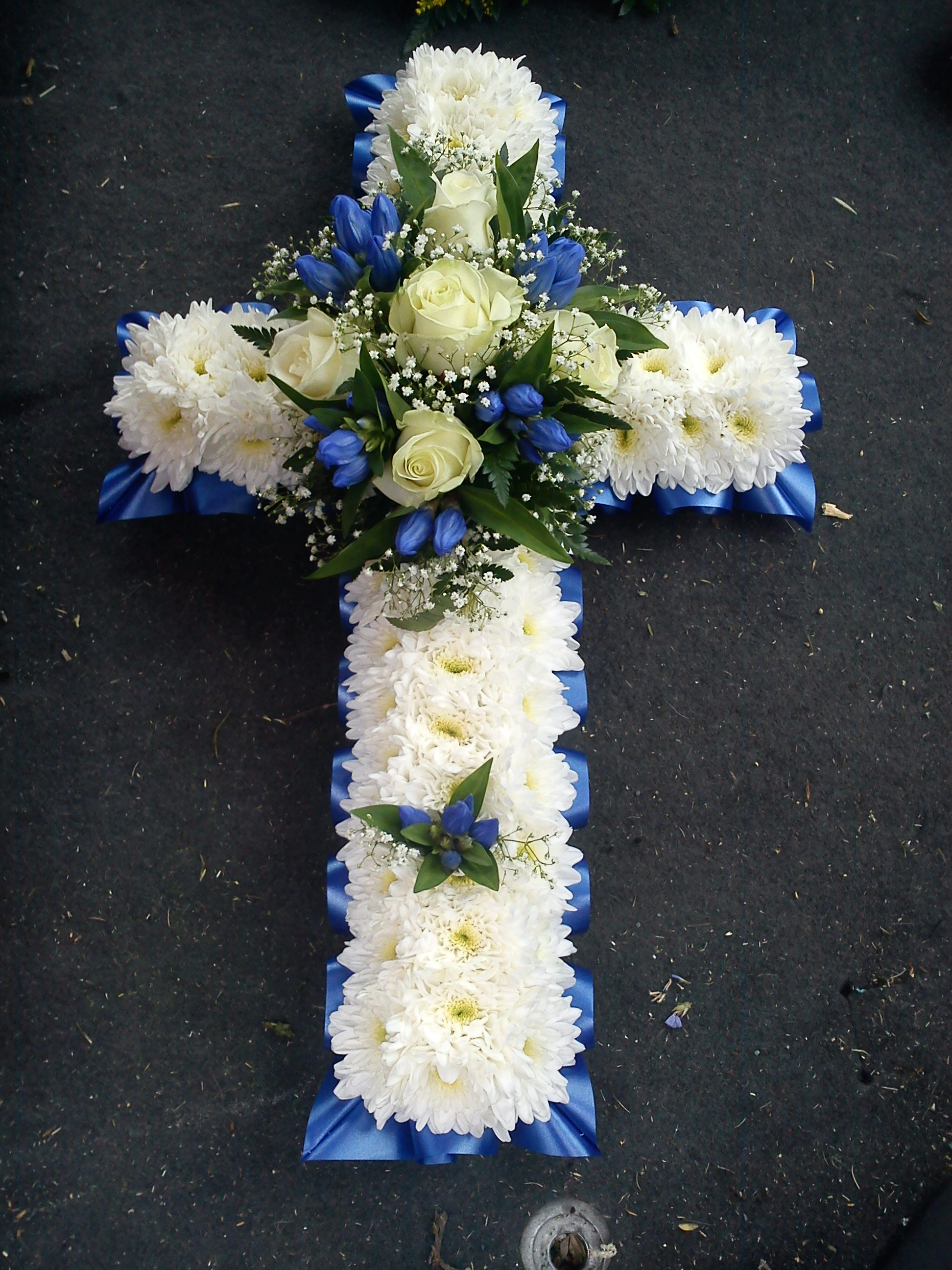 Cross floral tributes pet alls florist cross floral tributes izmirmasajfo